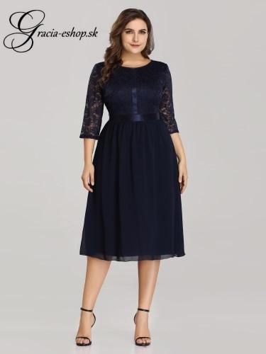 1316d42c1f Koktejlové šaty s čipkovaným rukávmi model 7641