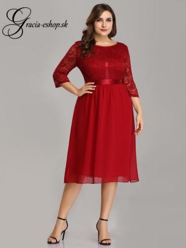 6f36011e3850 Krátke červené šaty s krajkovým topom model 7641